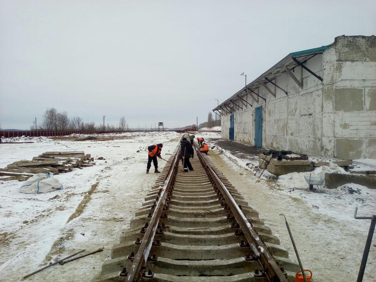 Рабочие, жд путь
