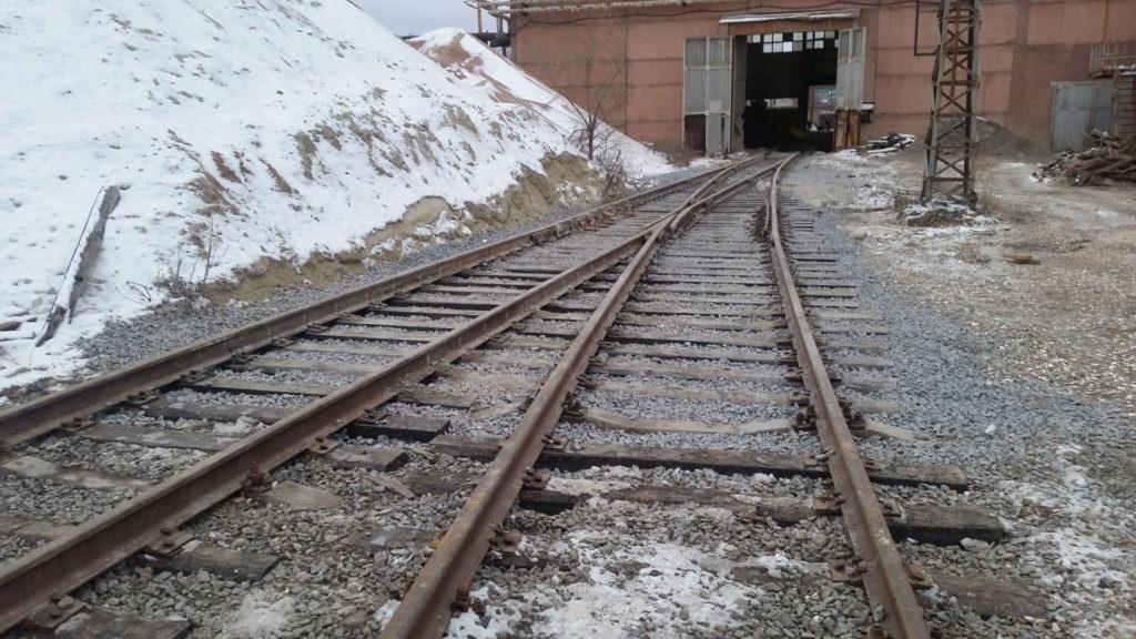 Железная дорога ведёт в цех
