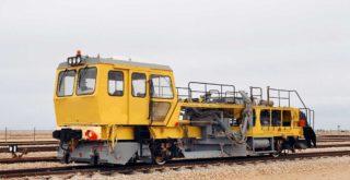 Путевая машина ПБ - 01 жёлтого цвета